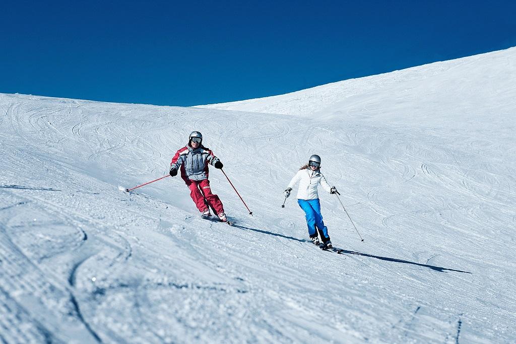 skifahren-paar