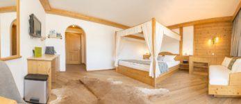 Frohnatur Hotel Garni Thiersee Hinterthiersee Zimmer gemütlich Urlaub Tirol Himmelbett